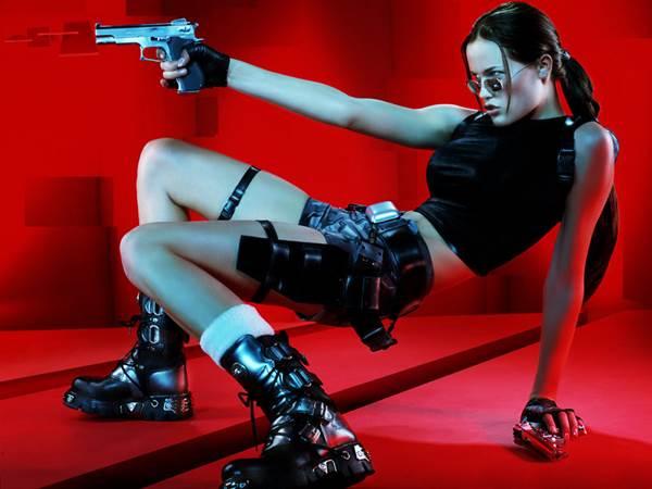 Jill de Jong była modelką promującą Tomb Raider: The Angel of Darkness.