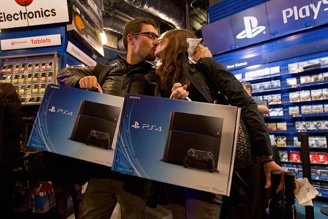 Gracze z ochotą sięgają po konsolę PlayStation 4!
