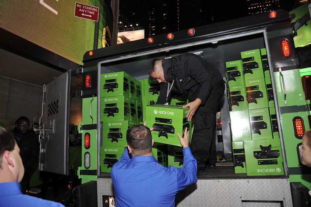 Xbox One się rozkręca, a dostawcy konsol mają kupę roboty!